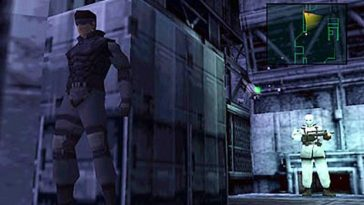 Solid Snake in Metal Gear Solid on the PlayStation 1, hiding beside a grey crate while a soldier wearing white patrols.
